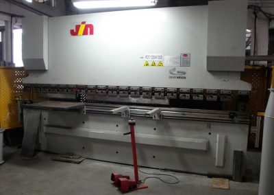 Prensa Dobradeira Hidráulica CNC